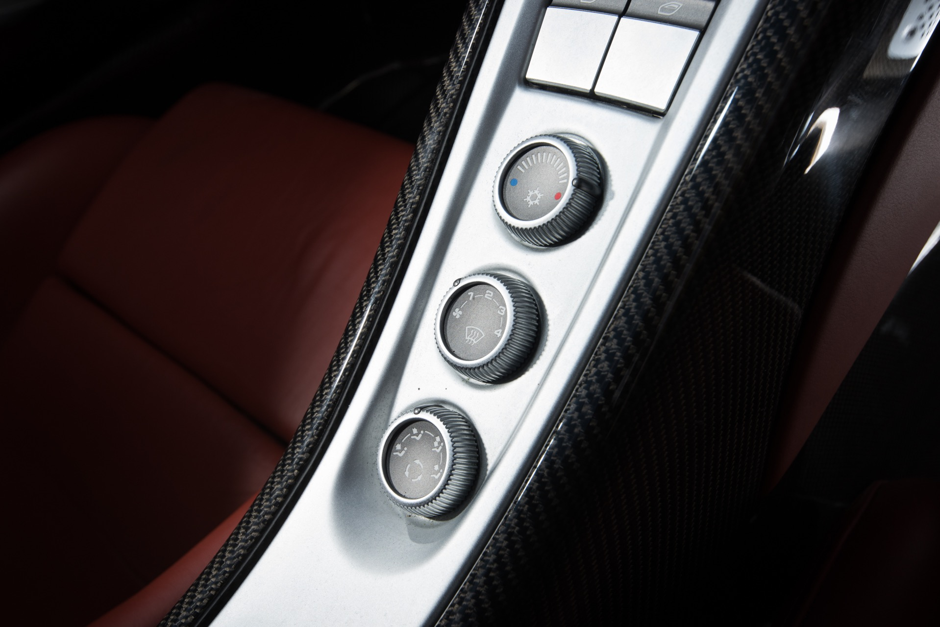 Used 2005 Porsche Carrera GT  | Valley Stream, NY