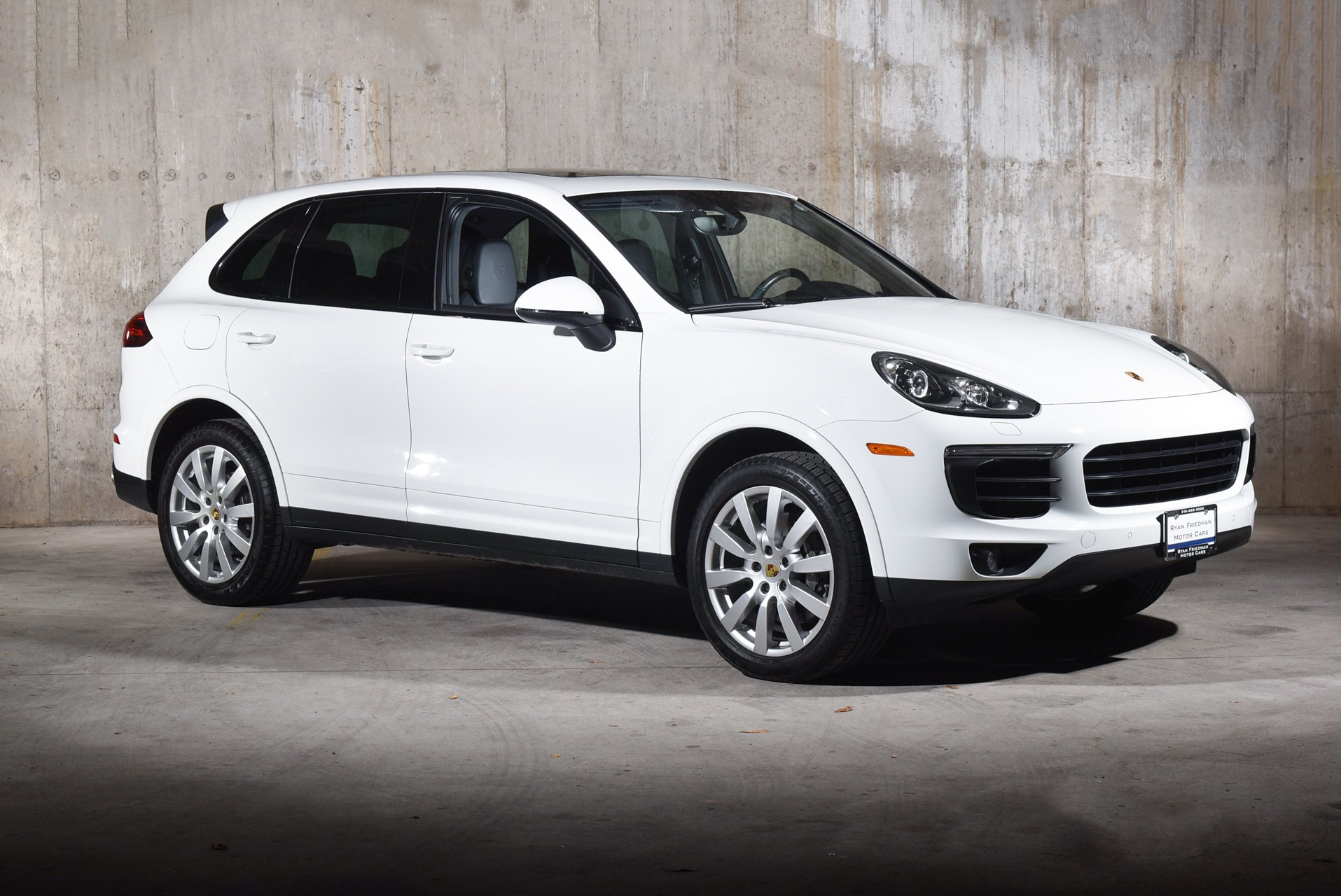 Used 2017 Porsche Cayenne  | Valley Stream, NY